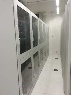 datacenter_racks_240x320.jpg